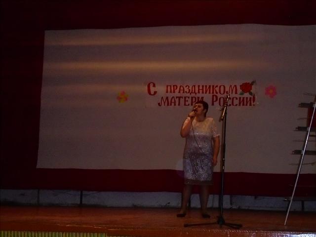 Поёт Агафонова Марина
